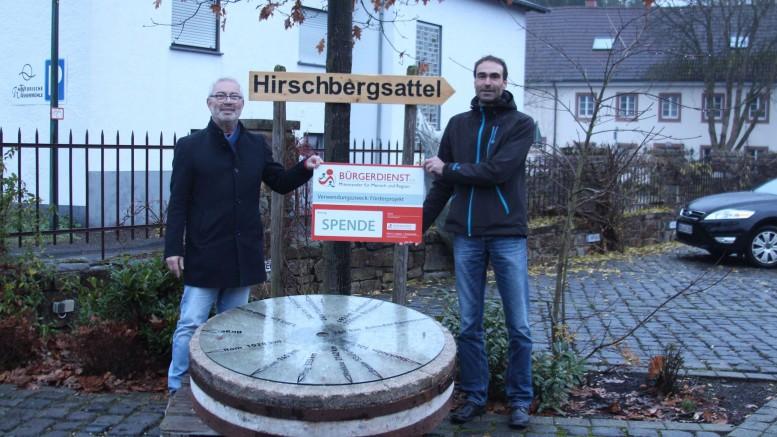 Unser Bild zeigt von links nach rechts: Werner Peters, Bürgerdienst e.V. und Ortsbürgermeister Elmar Malburg, Birgel