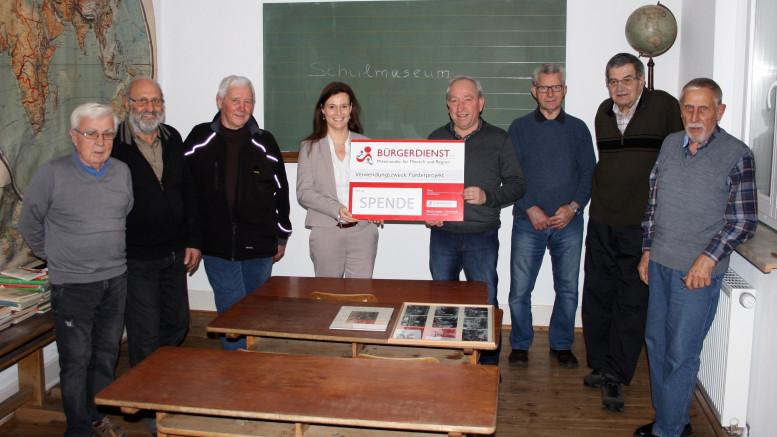 Unser Bild zeigt (von links nach rechts) Wolfgang Spindler, Alois Probst, Rudi Hoffmann, Frau Andrea Rätz-Schröder (2. Vorsitzende des BÜRGERDIENST e.V.), Horst Wirtz Ortsvorsteher, Friedhelm Ehrnsberger, Alois Reinarz, Johann Vellen