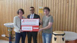 v.l.n.r.: Monika Oberdieck (1. Vorsitzende des MV Gillenfeld), Tyrone Winbush vom Bürgerdienst und Ralf Mayer (Musikalischer Leiter des Projektes).