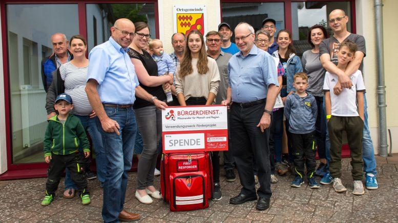 Auf dem Foto sind in der vorderen Reihe die 3 frisch ausgebildeten First Responder der OG Oberelz und der 4. Vorsitzende vom Bürgerdienst Erwin Borsch.