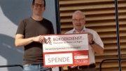 Jugendpfleger Rüdiger Herres bedankt sich stellvertretend für die Organisatoren bei Erwin Borsch für die großzügige Spende.