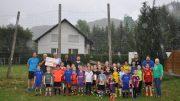 Unser Bild zeigt von links nach rechts: Michael Gröhsges (Co.-Trainer E-Jugend SG Kylltal), Marion Janitschke (Geschäftsführer SV-Pelm), Werner Peters (Bürgerdienst e.V.), Eric Prokoph (Jugendleiter SV-Pelm), Dieter Mauer (2. Vorsitzender SV-Pelm), Eugen Kamke, Ralf Kahllenberg (beide Trainer F-Jugend SG Kylltal), Alwine Janitschke (Schatzmeisterin SV-Pelm) und die E- und F-Jugend der SG Kylltal