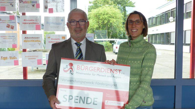 Unser Bild zeigt von links nach rechts: Werner Peters, Bürgerdienst e.V. sowie Anja Saupe, Kommunale Gleichstellungsbeauftragte des Vulkaneifelkreises
